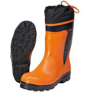 Botas de goma para trabajos con motosierra. Protección anticorte en la parte delantera y en la caña de la bota.