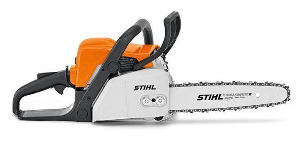 Motosierra para cortar leña, más potencia y con tensado lateral de cadena. Espada version 35 cm para el corte de ramas más gruesas y motor 2-MIX.