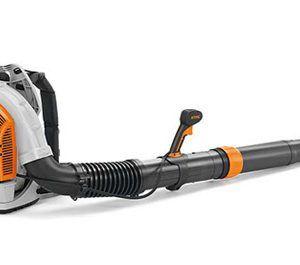 Soplador extremadamente potente con tubo (en longitud) y manillar (en diferentes posiciones) regulable. Presenta STIHL ElastoStart, motor 4-Mix y asa.