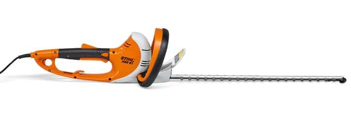 Silencioso cortasetos eléctrico equipado con un potente motor de 500 Vatios de vibraciones reducidas. Presenta un diseño ergonómico de fácil manejo.