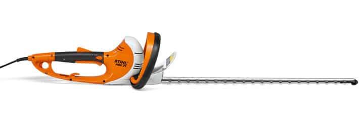 Potente cortasetos eléctrico con motor de 600 vatios para ramas gruesas. Presenta vibraciones reducidas y empuñadura giratoria en 5 posiciones.