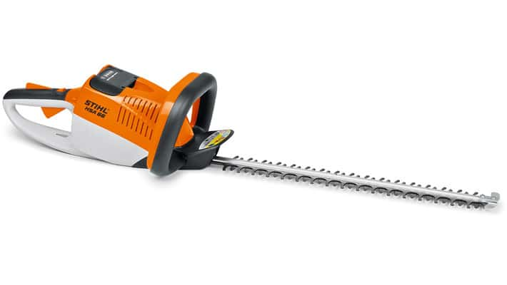 Manejable cortasetos de batería accionado por una eficiente batería de litio-ión. Ofrece una óptima geometría de las cuchillas.