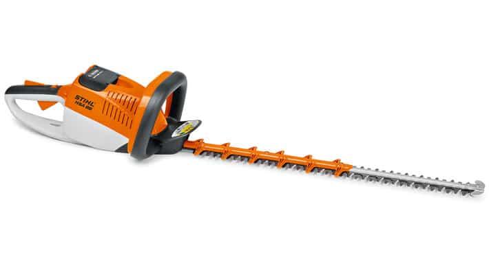 Potente y silencioso cortasetos de batería litio-ión con mayor distancia entre dientes para cortar ramas más gruesas y doble cuchilla de doble filo.