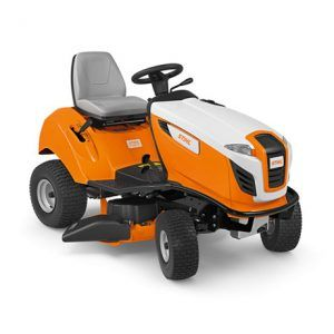 Así de fácil puede resultar el trabajo con el tractor cortacésped RT 4097 SX gracias al novedoso cambio de marcha adelante/atrás.