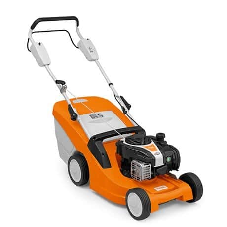 El cortacésped RM 443 es un modelo muy compacto que cuenta con muchas características prácticas. Gran recogedor de hierba (55 litros) con indicador de nivel.