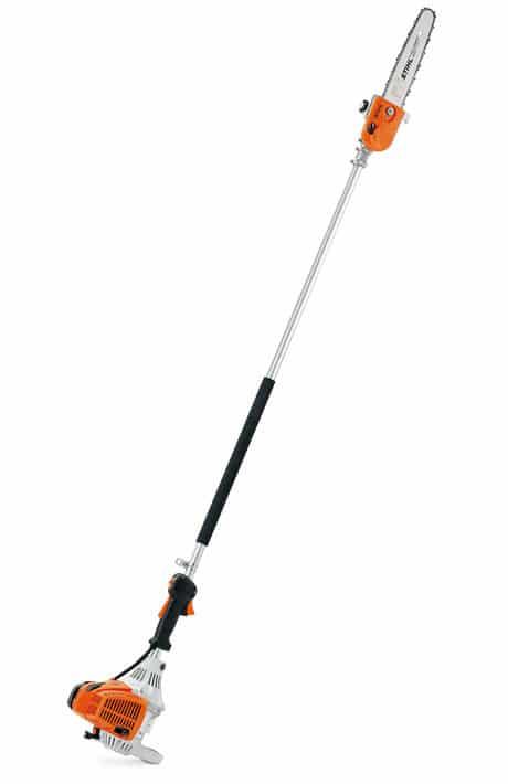 Con la podadora de altura STIHL HT 130, puede podar ramas de hasta una altura de 3,2 m. Equipada con un potente motor STIHL 4-MIX.