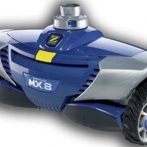 El limpiafondos de succión MX 8 cuenta con la tecnología hidráulica más innovadora para un limpieza perfecta. Una potente turbina complementada con dos hélices