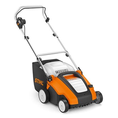 El escarificador STIHL RLE 240, es ideal para pequeños jardines. Con esta máquina silenciosa y pobre de emisiones, se asegura un buena aireación del césped.