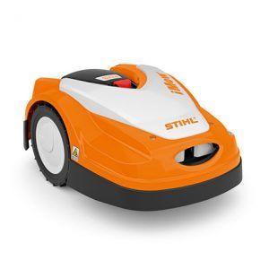 El robot cortacésped STIHL iMOW® RMI 422 PC, adecuado para superficies medianas de hasta 1.700 m². La gran capacidad de su batería permite una larga autonomía.